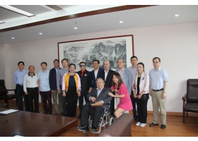 国外专家参观同济国际健康医学中心